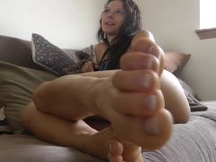 Mandy fresh french pedicure