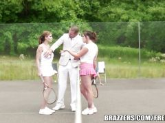 Why We Love Women\'s Tennis with Abbie Cat