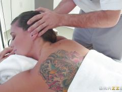 Rilynn Rae gets an oily fuck after a gym session