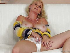 Old blonde getting fucked in her asshole