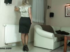 MILF poses in sexy pantyhose