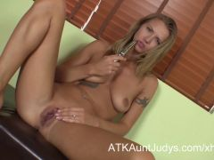 Alina Long gets off with a vibrator