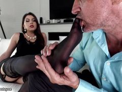 Valentina Nappi uses her feet to please and loves it up her ass