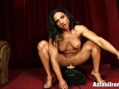Ripped bodybuilder rides the Sybian