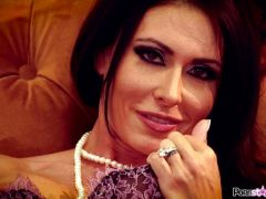 Hot ad spicy brunette babe Jessica Jaymes playing with her muff