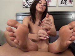 Amazing Foot-Handjob
