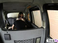 Great body gold digger fucked by pervert driver in the taxi