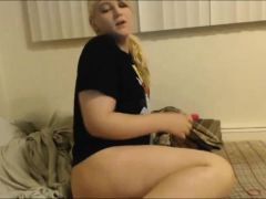 Horny Blonde Tranny Fucking Herself With Her