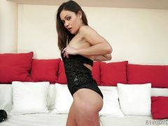 Alyssa Reece plays with herself