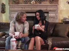 Veronica Avluv gets cream licked off her pussy