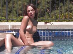 Kristina Rose plays with her coochie in the pool