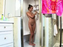 Horny Teen Having A Sexy Time In Shower - 666cams (DOT)top