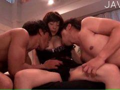 Delicious cutie gets her cunt fingered by two studs in threesome