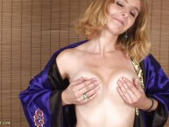 Blond MILF Annabelle Toys Pussy