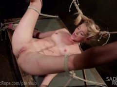 Dominatrix Punished In Rope Bondage