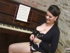Toni Leanne Plays With Her Melons
