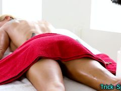 Tattoo babe sucks masseur