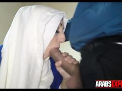 Arab Woman Gives Blowjob For Money