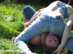 Field fight - Real Girls Fighting Facesitting Outdoor