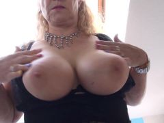 Mature mothers in stockings with hungry pussies