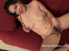 Victoria Marie strips naked and masturbates