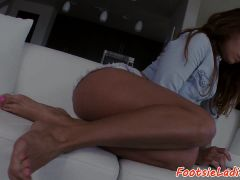 Footworshiped Beauty Fucked After Teasing