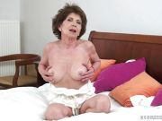 Old grandma getting fucked in her minge