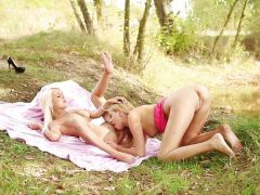 Outdoor pussy eating Jessie Jazz and Holly L