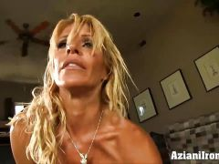 Sexy fitness babe rides the Sybian naked and cums