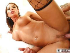 MILF Janice\'s pussy pounded and cummed inside