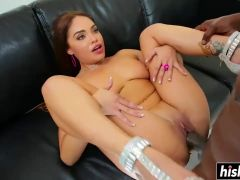 Selena Rose takes it up her pussy